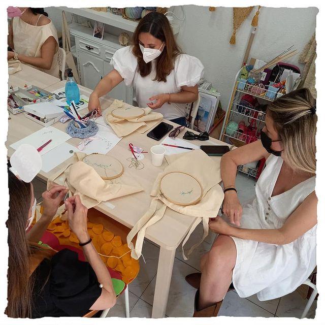 Talleres en Madrid de manualidades, punto y ganchillo